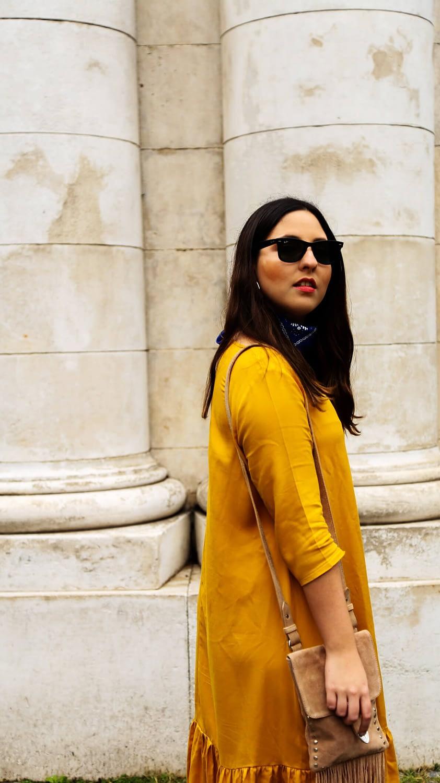 look vestido amarillo